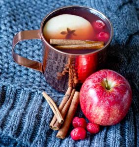mulled cider, warm cider for guest, fall wedding tricks, keeping guest warm during a fall maine wedding, maine fall weddings.
